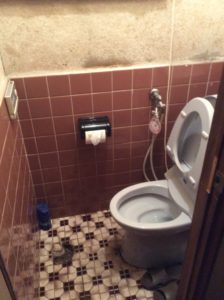 トイレ床タイル補修工事