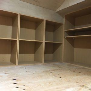 屋根裏収納の本棚